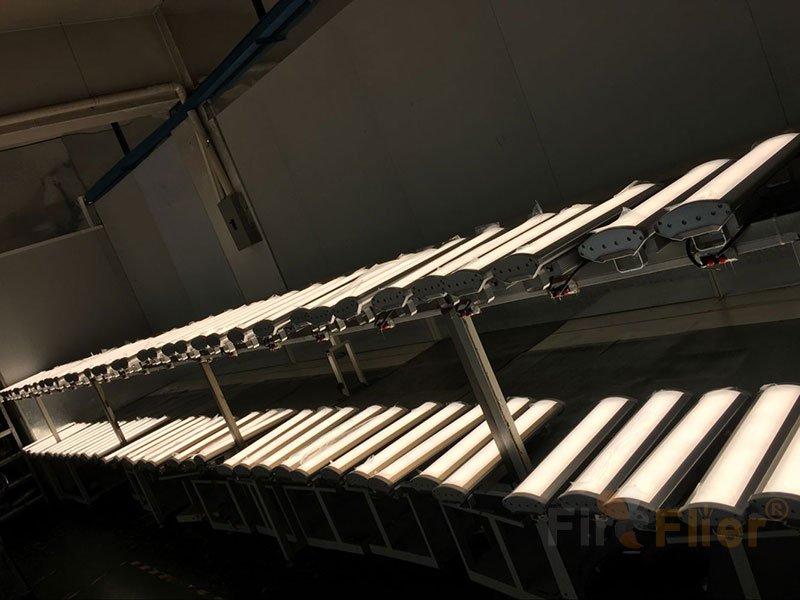 Linear LED High Bay Light burn in test