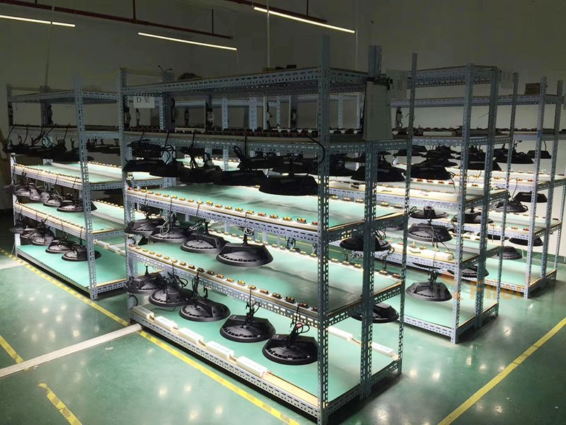 LED High Bay Fixtures aging test