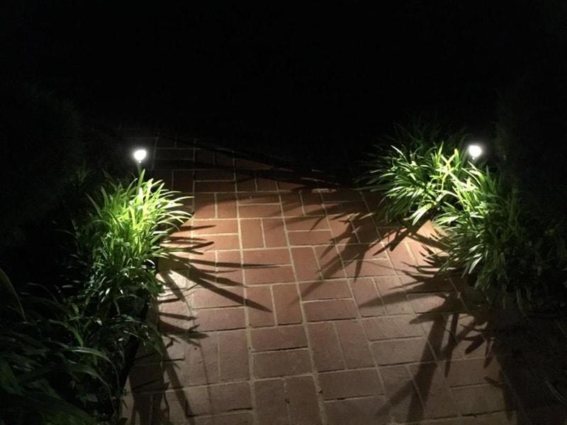 luci solari per passaggi pedonali