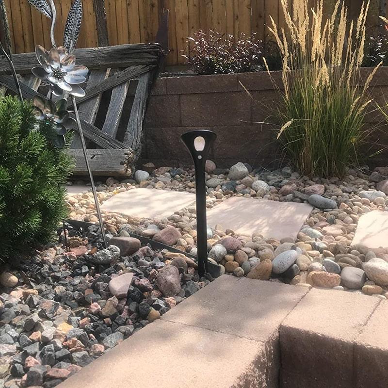 luce solare del percorso per la strada del giardino