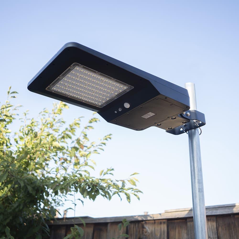 oszlopra szerelt napelemes utcai lámpa 40w